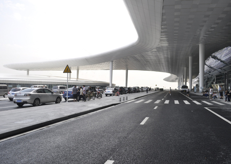 Terminal-3-at-Shenzhen-Baoan-International-Airport-by-Studio-Fuksas_dezeen_22.jpg
