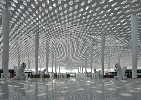 Terminal-3-at-Shenzhen-Baoan-International-Airport-by-Studio-Fuksas_dezeen_7.jpg