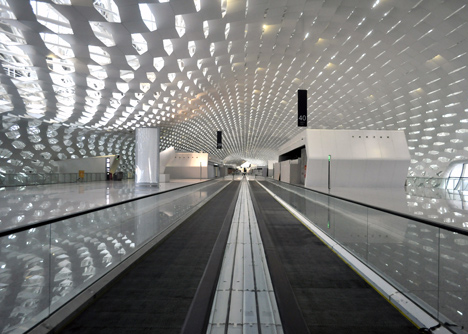Terminal-3-at-Shenzhen-Baoan-International-Airport-by-Studio-Fuksas_dezeen_9.jpg