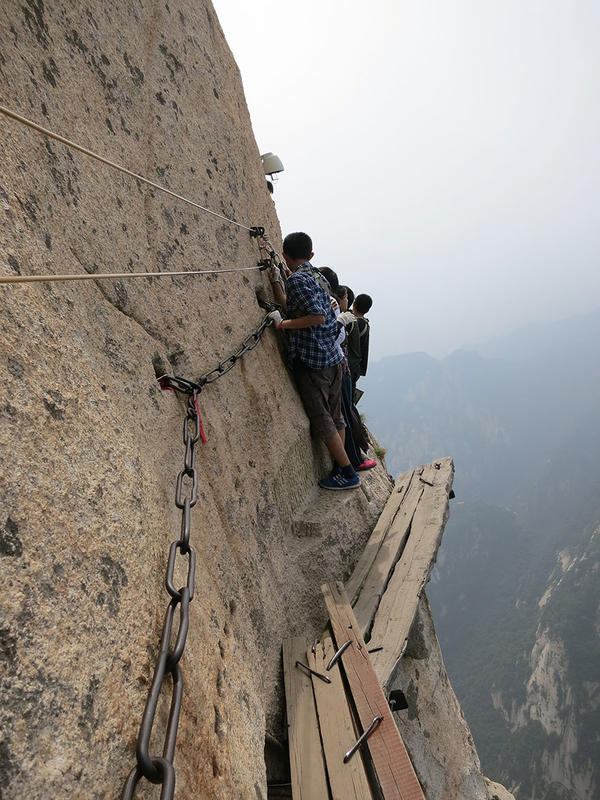 hiking-trail-huashan-mountain-china-1.jpg