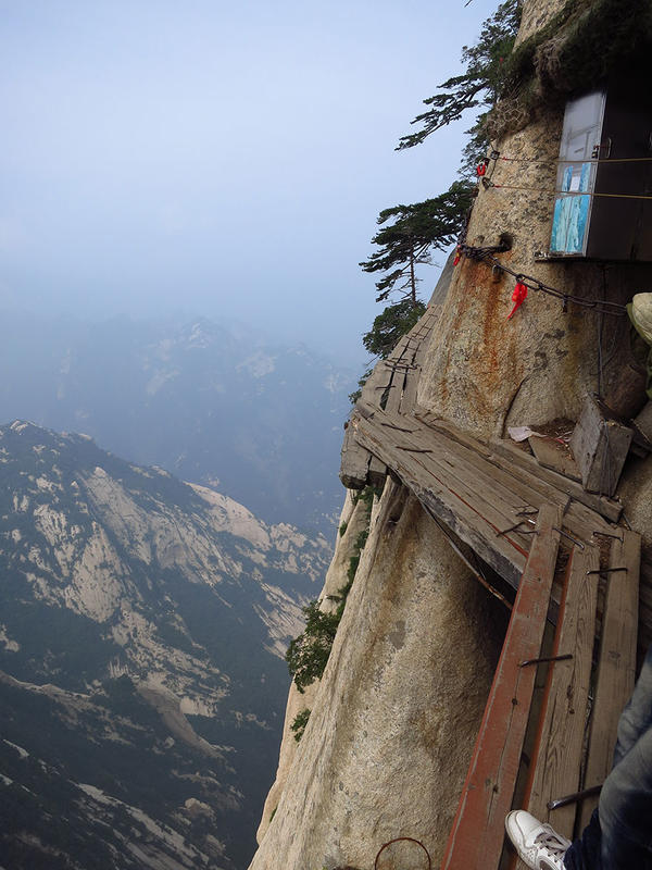 hiking-trail-huashan-mountain-china-13.jpg