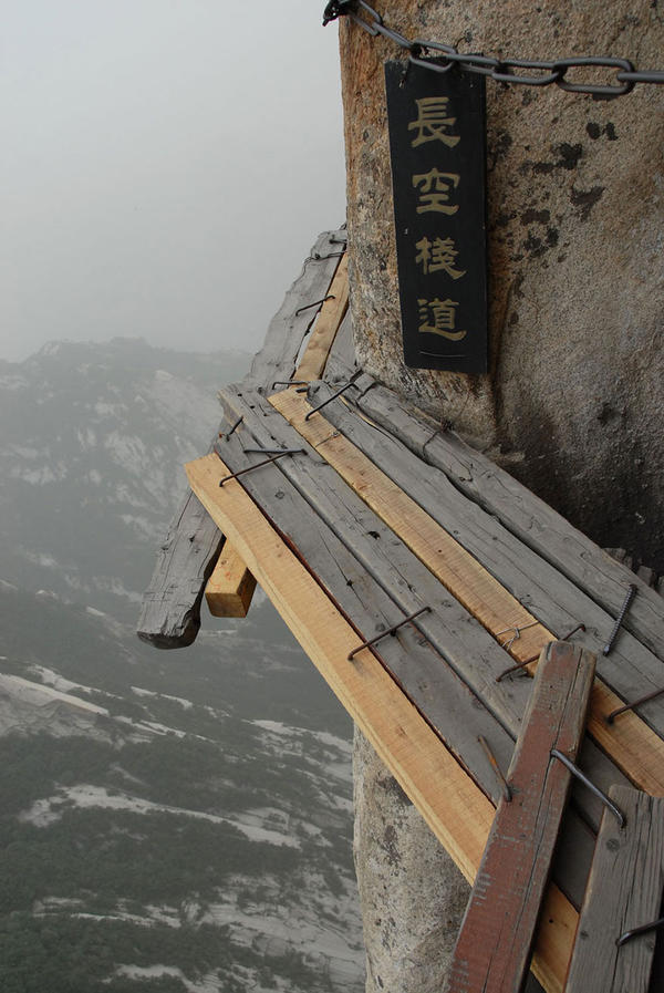 hiking-trail-huashan-mountain-china-3.jpg