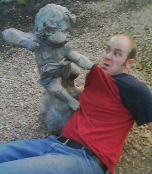people_making_a_mockery_of_statues_640_08.jpg