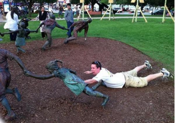 people_making_a_mockery_of_statues_640_21.jpg