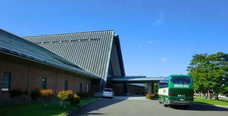 バス、クラブハウス