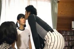 のんちゃんにキスする袴田