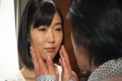 のんちゃんの肌に触る清太郎