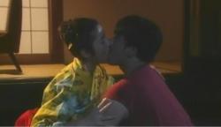 蓮司にキスする美穂