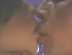 凜子の柔らかい唇を吸い・・