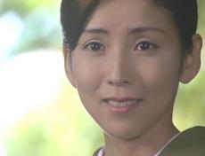久木を見て微笑む凜子