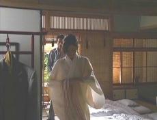 着物を着ようとしてる凜子に・・