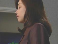 思い出しいる凜子