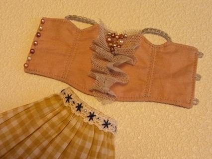 キャミソールとアンダースカート1