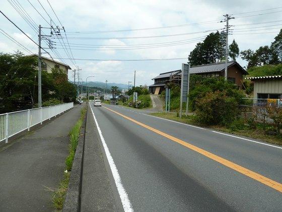 小川町の市街地までは下り坂が続く