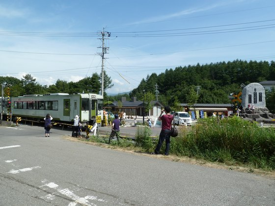 JR鉄道最高地点を通過する小海線