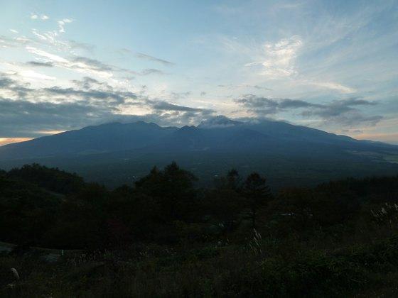 平沢峠から見る夕暮れの八ヶ岳