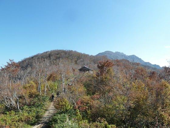 展望台から山頂方向を眺める