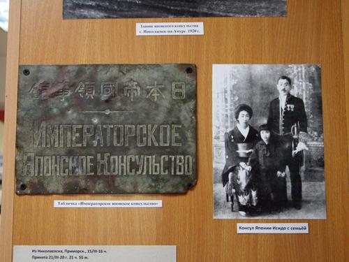 石田副領事とご家族の記念写真