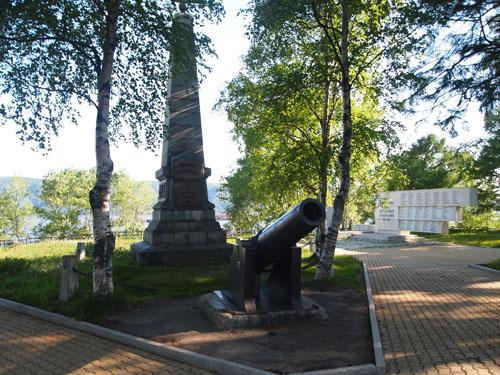 白系ロシア人の慰霊碑(ニコラエフスク市民公園)
