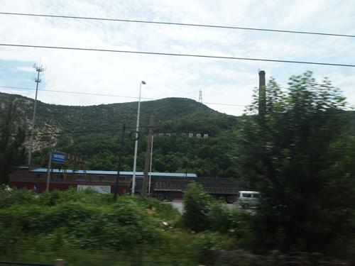 車窓から見る首山峰