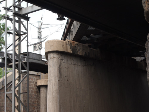 事件現場の陸橋の橋桁部分