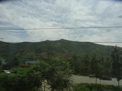 首山峰 車窓から眺める首山峰