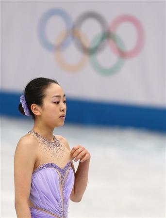 女子SP 浅田真央 演技を終えがっくりと肩を落とした=19日、ロシア・ソチのアイスベルク・パレス