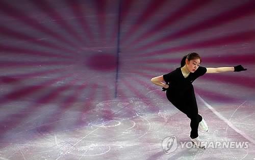 【ソチ五輪】エキシビジョンの準備をするキム・ヨナ(写真
