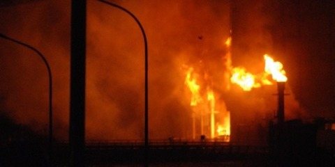 韓国のポスコがインドネシアで建設した製鉄所の高炉が爆発炎上。備蓄してあった約2万トンのコークスも燃え原料炭粉砕工場も全焼。