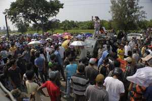 クラカタウ・ポスコへのデモで騒動2014年3月8日10時40分