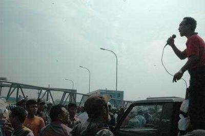鉄粉がチマンダンを汚染、住民数千人がクラカタウ・ポスコの閉鎖を要求2014年3月7日金曜日19時59分