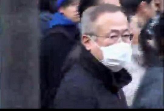 マスク外せや!!公安はお前がこんなことやってんのとっくに知ってるぞ!!マスクなんかしても無駄無駄無駄無駄!