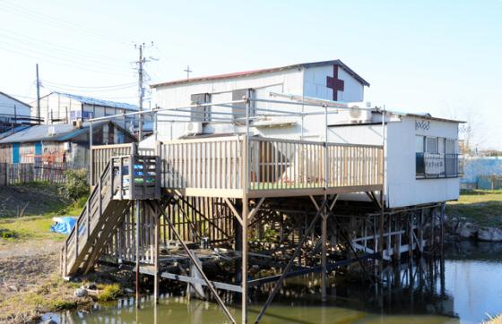 洪水対策で高床式になっている川崎戸手教会=川崎市幸区戸手4丁目