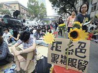 台湾総統、学生代表と対話の考え…立法院占拠で