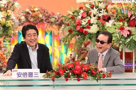 フジテレビの「笑っていいとも」に出演した安倍晋三首相とタレントのタモリ=3月21日(フジテレビ提供)