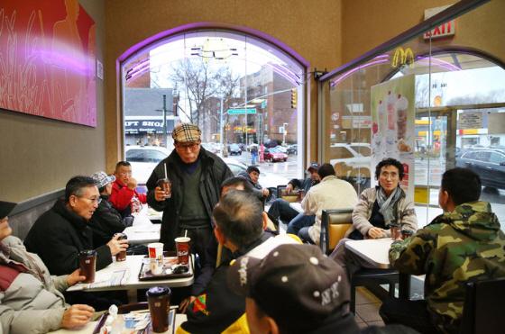 ニューヨークのマクドナルドで、韓国系高齢者