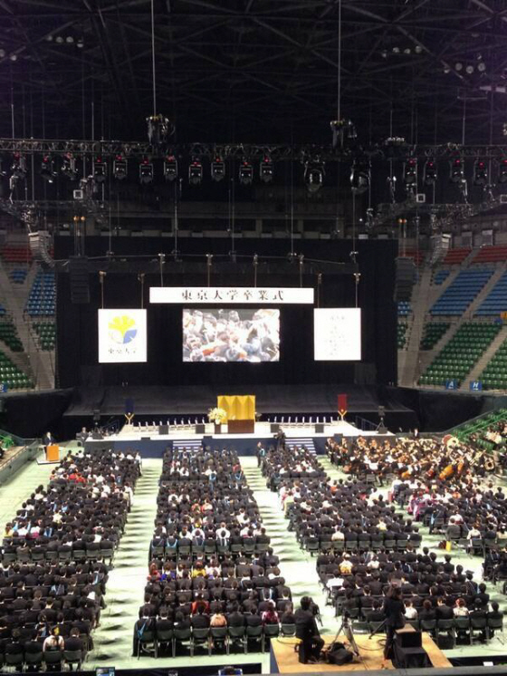 東京大学の卒業式に、『日の丸、君が代』がないのは中国人と韓国人留学生への配慮だそうです。