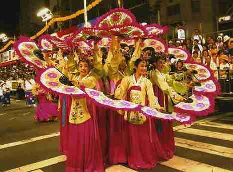 【悲報】徳島の阿波踊りでは、10年以上前から金昴先住職が率いるチマチョゴリを着た韓国人たちが踊っている!