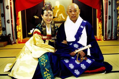 韓国人ダンサーの金昴先は1995年に徳島を訪れ、大日寺住職に一目ぼれして結婚。→2007年に夫が急死。→長男・弘昴(ホンミョ)君に大日寺を継がせるため、韓国籍のまま大日寺の住職になる。