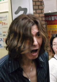 『友だち守る団』元代表で韓国籍の林啓一が生活保護の不正受給(詐欺)で逮捕(画像は2013年6月16日、新大久保でcoffeeが撮影)