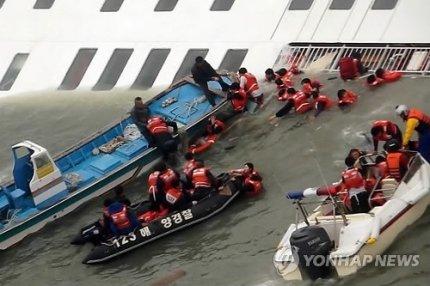 韓国旅客船沈没 実際に使用された救命艇は、救援ヘリから落とした救命艇などであって、セウォル号に備えていた救命艇ではなかった。