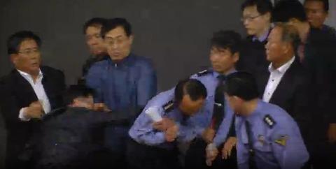 遺族の父親が警察庁長官を殴る