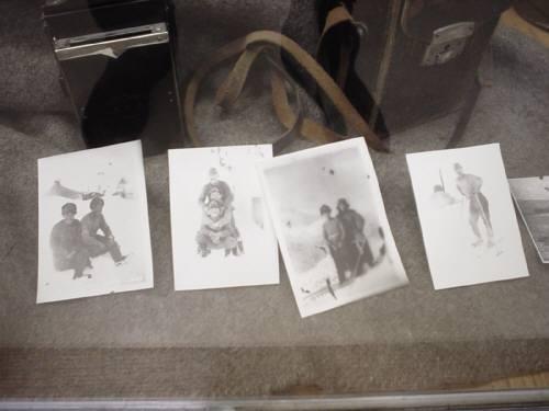 1943年5月,アッツ島で玉砕した日本軍将兵の遺品がアンカレッジの博物館に展示されている。