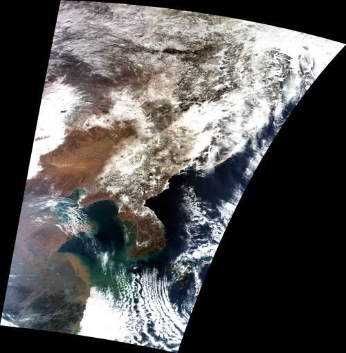 2003年2月10日、GLIが捉えた東アジアと揚子江河口、東シナ海沿岸・・・汚い水が支那から海に注ぎ込んでいる