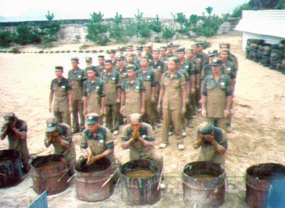 韓国軍名物 糞尿洗顔訓練