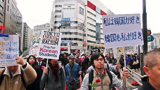写真速報:「なかよくしよう!」は街の声~日韓友好東京パレード