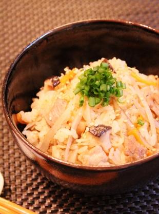 追いがつおつゆで♫バター風味の豚コマきのこ炊き込みご飯 (310x417)
