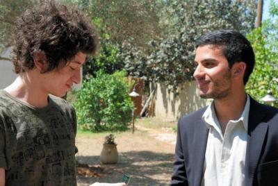 『もうひとりの息子』 左がイスラエル人として育ったヨセフで、右がアラブ人として育ったヤシン。本当の出自は逆になるわけで、イメージとは異なるような……。