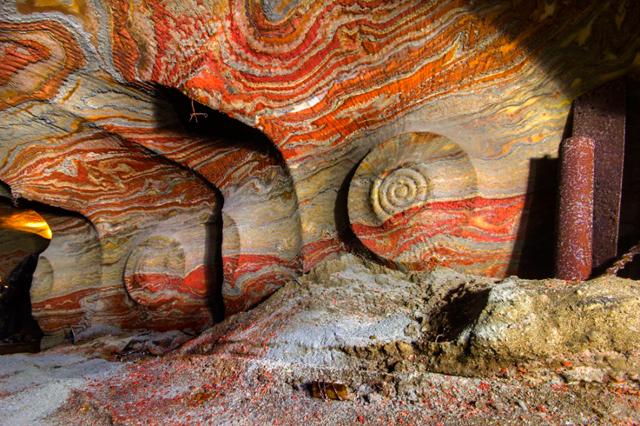 hekiga ロシアの地下にある「極彩色の洞窟」