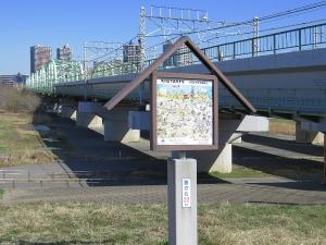 ぶらっと遡上探索 Scene-97 荒川右岸 『京浜東北線橋梁、東北本線旅客線橋梁、東北貨物線橋梁』